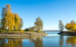 Baía calma do oceano com uma ponte pequena Foto de Stock Royalty Free