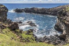Baía da caverna de Ana Kai Tangata foto de stock