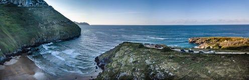 Baía da ressaca de Sonabia na Espanha Oceano Atlântico fotografia de stock royalty free