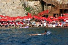 Baía de Antalya fora do porto romano antigo em Kaleici em Antalya, Turquia Fotografia de Stock Royalty Free