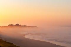 Baía de Buffels que aumenta acima da névoa Fotos de Stock Royalty Free