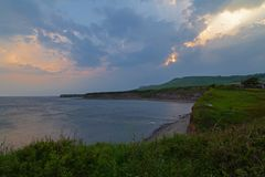 Baía de Kimmeridge no por do sol em Dorset Inglaterra fotografia de stock royalty free
