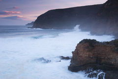 Baía de Maingon no crepúsculo Imagens de Stock