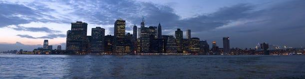 Baía de Manhattan vista do parque da ponte de Brooklyn, New York, EUA Imagens de Stock