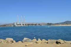 Baía de Morro, planta de dessanilização de Califórnia e pato Foto de Stock Royalty Free