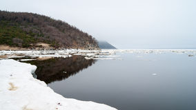 A baía de Nagaev/mola imagens de stock royalty free