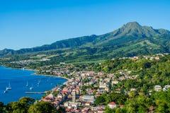 Baía de Pierre Caribbean de Saint em Martinica ao lado do vulcão de Pelée da montagem fotografia de stock