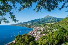 Baía de Pierre Caribbean de Saint em Martinica ao lado do vulcão de Pelée da montagem fotografia de stock royalty free