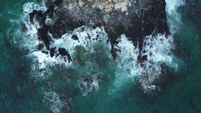 Baía de Pokai na ilha de Oahu no zangão de Havaí video estoque