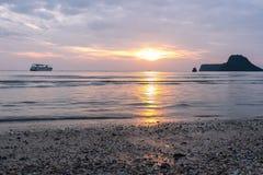 Baía de Prachuap a praia tropical de Prachuap Khiri Khan Province Fotos de Stock Royalty Free