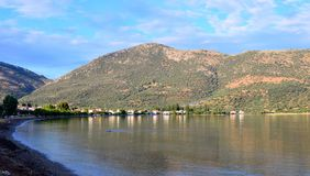 Baía do Golfo de Corinto, fim da tarde, Grécia foto de stock