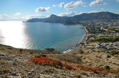 Baía do panorama na costa do Mar Negro em Crimeia, Sudak Imagens de Stock Royalty Free