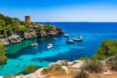 Baía do pi de Cala na ilha de Majorca, mar Mediterrâneo da Espanha Fotografia de Stock Royalty Free