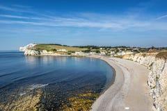 Baía e praia de água doce na ilha do Wight fotografia de stock royalty free