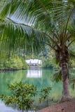 Baía em uma ilha tropical foto de stock