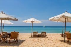Baía exótica da praia de Kata Noi na ilha de Phuket imagem de stock