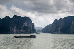 Baía longa do Ha do barco da sucata Fotografia de Stock Royalty Free