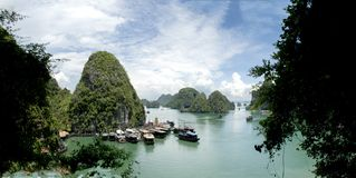 Baía longa do Ha do golfo bonito do mar, Vietname Fotografia de Stock