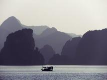 Baía longa do Ha no crepúsculo Fotografia de Stock