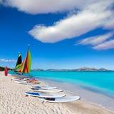 Baía Majorca de Alcudia da praia de Platja de Muro Esperanza fotos de stock royalty free