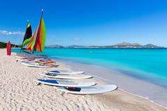 Baía Majorca de Alcudia da praia de Platja de Muro Esperanza fotos de stock