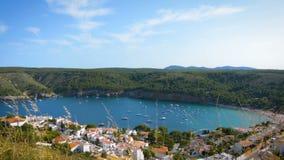 Baía pequena de Cala Montgo, brava da costela, Espanha video estoque