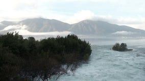 Baía pitoresca da península Kassandra no dia do outono video estoque