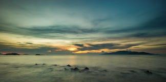 Baía Vietname de Nha Trang do céu do nascer do sol Fotografia de Stock Royalty Free