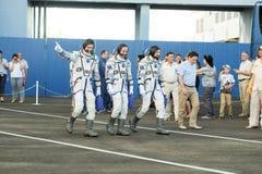 BAÏKONOUR, KAZAKHSTAN - JULE, 28 : de vrais astronautes, astronautes sont envoyés à l'ISS sur une fusée d'espace russe randolph Photos libres de droits