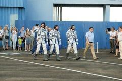 BAÏKONOUR, KAZAKHSTAN - JULE, 28 : de vrais astronautes, astronautes sont envoyés à l'ISS sur une fusée d'espace russe randolph Photos stock