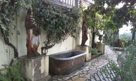 Bañera de piedra Imágenes de archivo libres de regalías