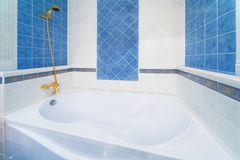 Baño blanco Foto de archivo
