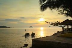 Baño de elefantes en el golfo de Tailandia Foto de archivo libre de regalías