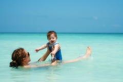 Baño del Caribe del bebé Imagen de archivo libre de regalías