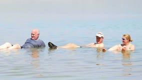 Baño en el mar muerto almacen de video