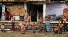 Baño en el río fotografía de archivo