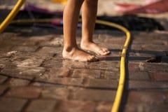 Baño en la yarda Imagen de archivo libre de regalías