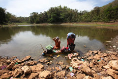 Baño en un lago Foto de archivo libre de regalías