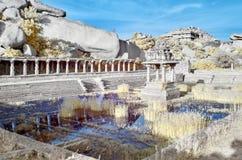 Baño público de la civilización antigua en ruinas fotos de archivo