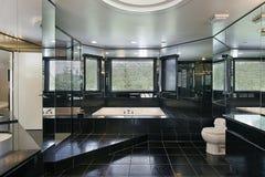 Baño principal en hogar de lujo foto de archivo libre de regalías