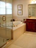 Baño principal exclusivo fotos de archivo