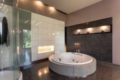 Baño redondo en una mansión de lujo Fotografía de archivo libre de regalías