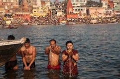 Baño santo en el río de Ganga Foto de archivo libre de regalías