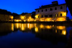 Baño termal antiguo en Bagno Vignoni, Italia Fotos de archivo