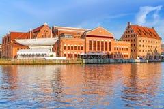 Bałtycki Filharmoniczny w Gdańskim przy Motlawa rzeką Zdjęcie Royalty Free