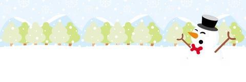 Bałwan na śniegu z płatek śniegu bożymi narodzeniami zdjęcie royalty free