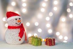 Bałwan z prezent świeczką i pudełkami Zdjęcia Stock
