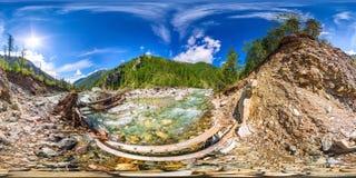 Bańczaści panoramy 360 niespokojnej rzeki i mostu fe stopnie 180 fotografia royalty free