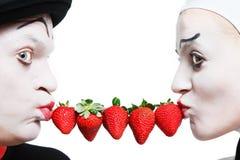 ba夫妇模仿草莓白色 免版税库存照片