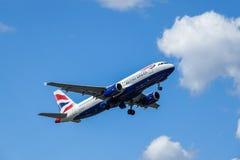 BA英国航空公司,空中客车A320 - 200离开 免版税库存照片
